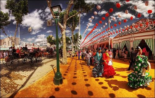 ¡Que nadie se relaje! ¡La Feria de Sevilla está a la vuelta de la esquina! ¡Y nosotros a 5 minutos a pie!