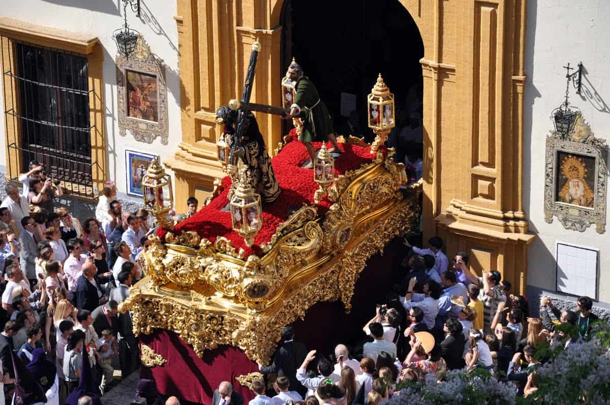Reserve your place for Holy Week in Seville
